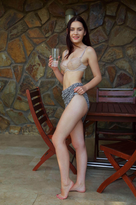 http://media.naked-woman.org/uploads/2020/04/10586_12.jpg
