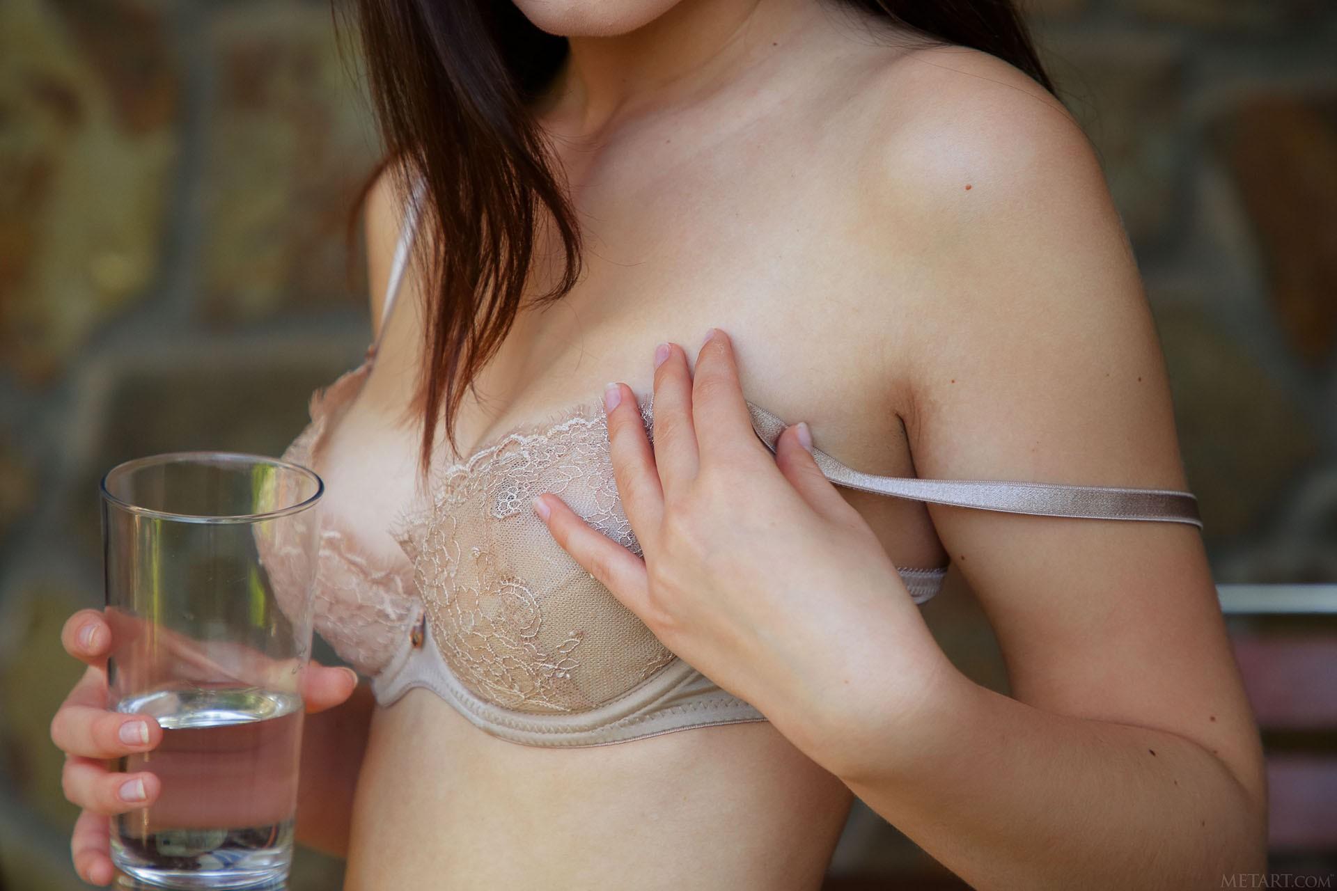 http://media.naked-woman.org/uploads/2020/04/10586_14.jpg