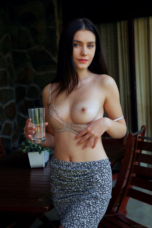 http://media.naked-woman.org/uploads/2020/04/10586_18.jpg