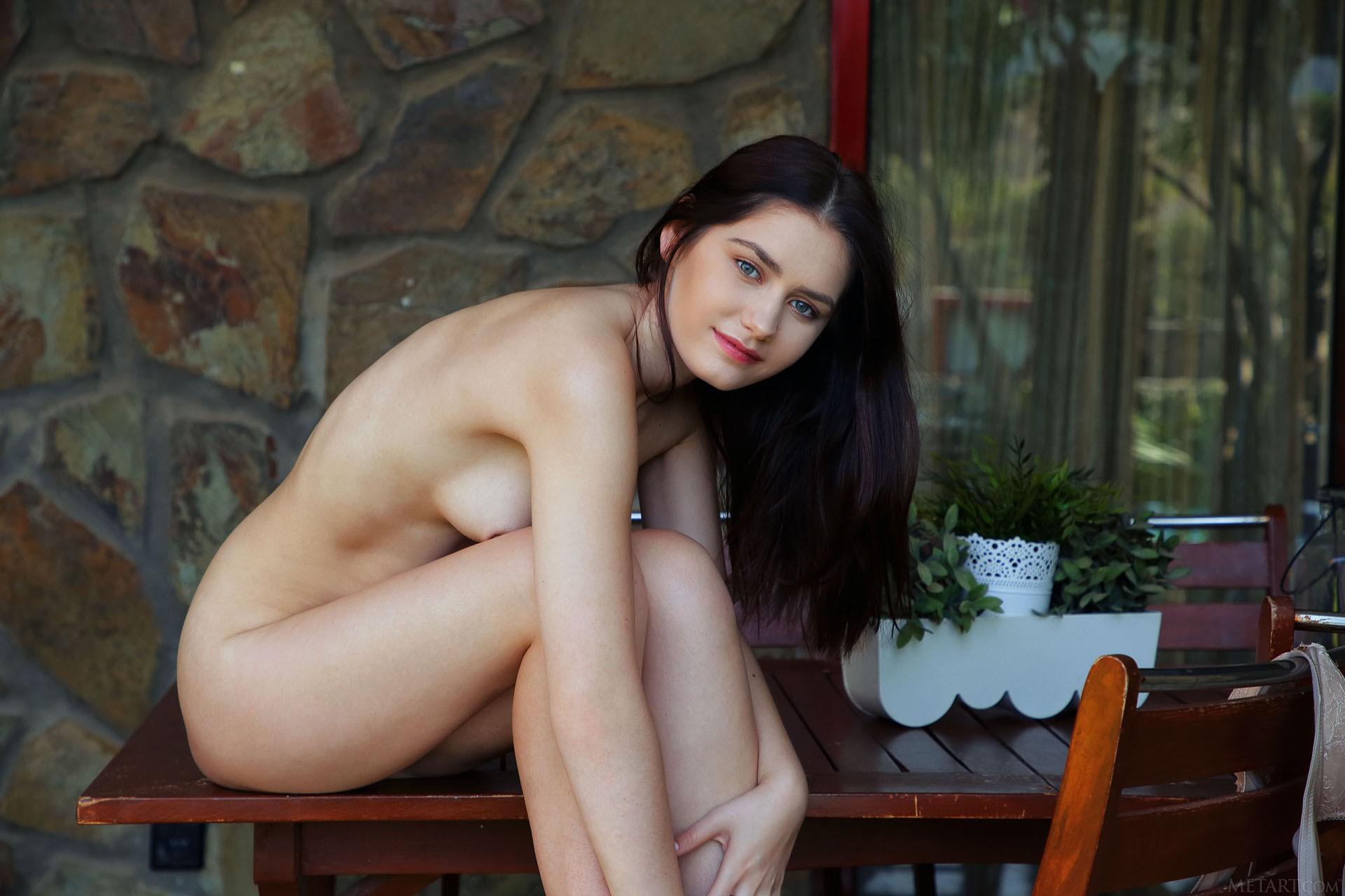 http://media.naked-woman.org/uploads/2020/04/10586_48.jpg