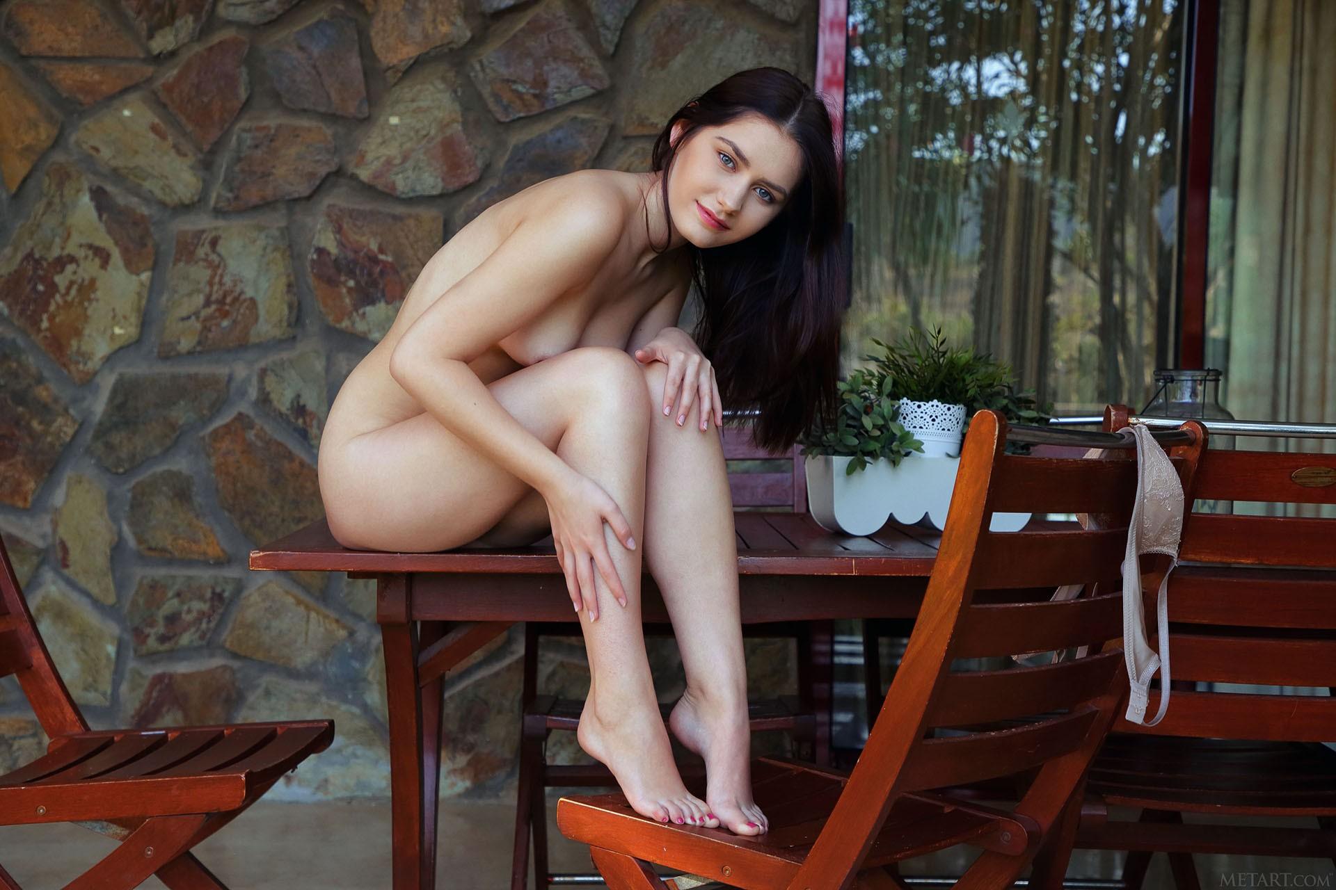 http://media.naked-woman.org/uploads/2020/04/10586_49.jpg