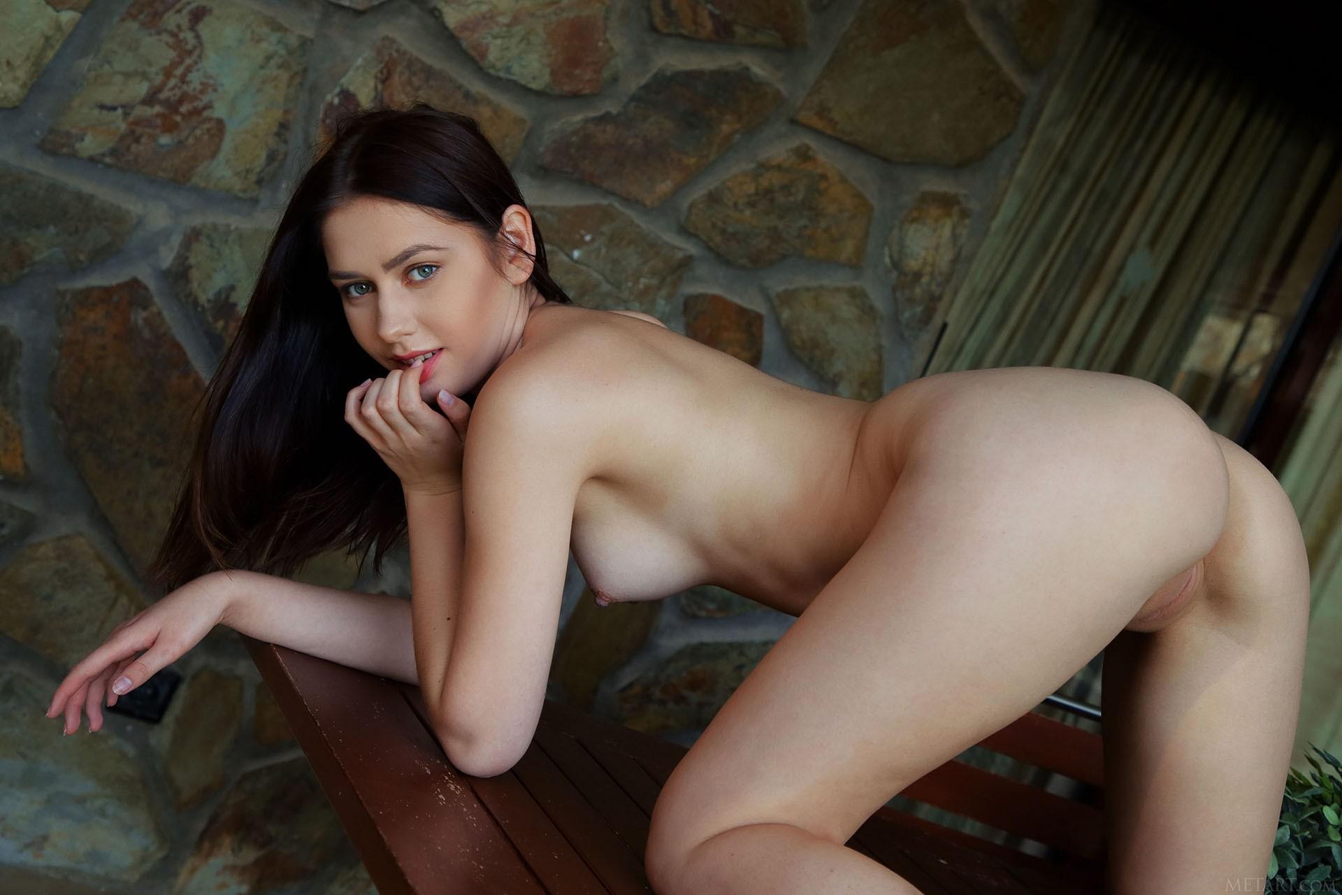 http://media.naked-woman.org/uploads/2020/04/10586_86.jpg