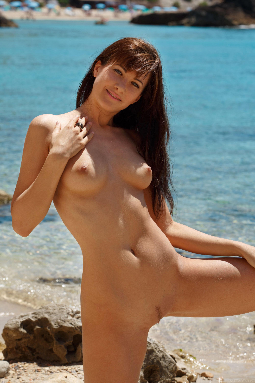 Обнаженная Красавица На Пляже