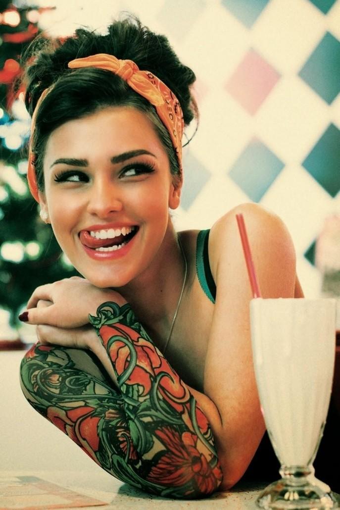 Фото красивых девушек с татуировками по всему телу.