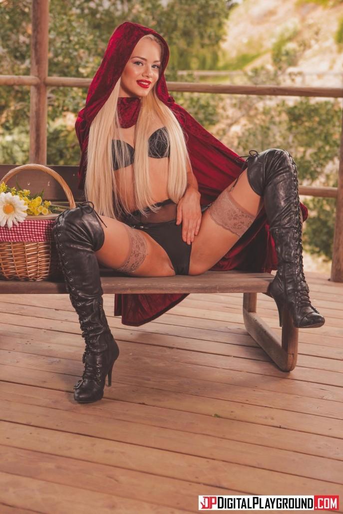 На фото пародия секс с красной шапочкой.
