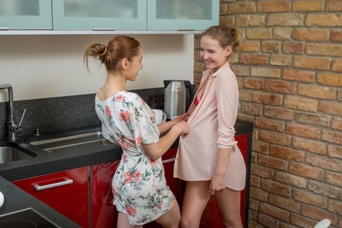 На фото молодые девушки лижут киски.