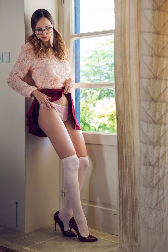 Голая Валентина в роли распутной секретарши.