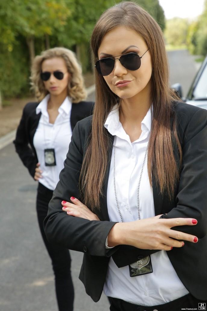 Фото секса в жопу двух девушек из полиции.