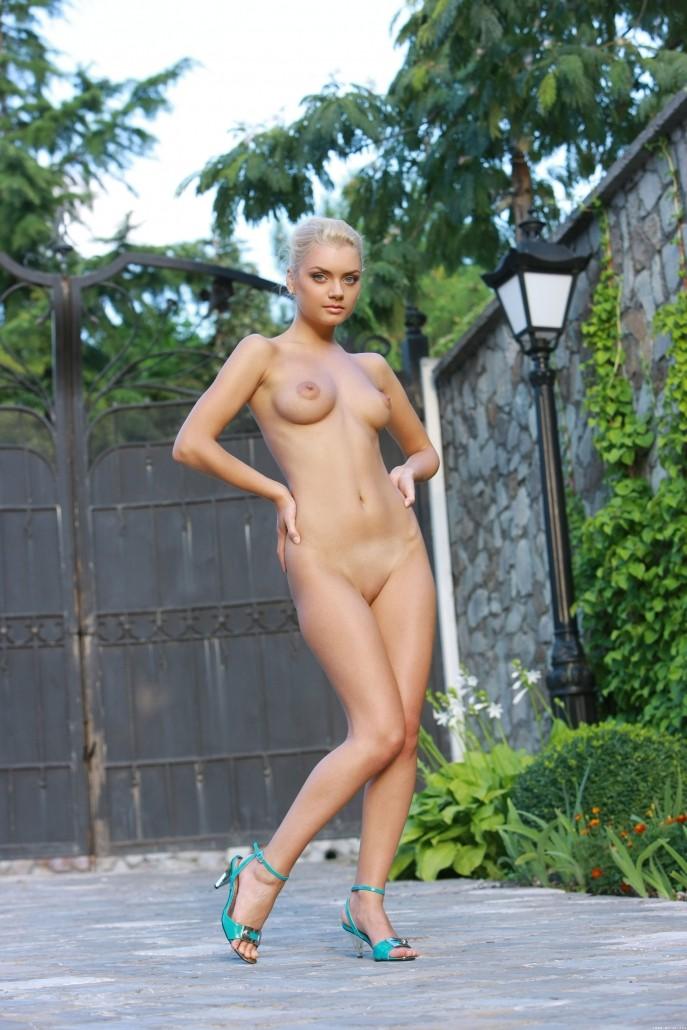 Эротические фото обнажённой блондинки.