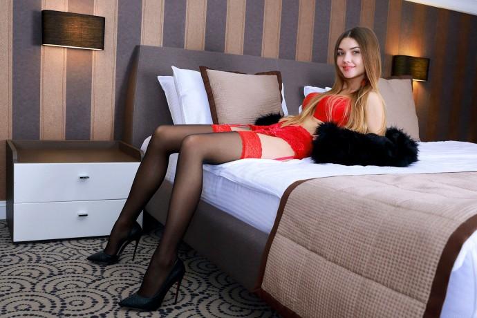 Фото шалавы в гостиничном номере.