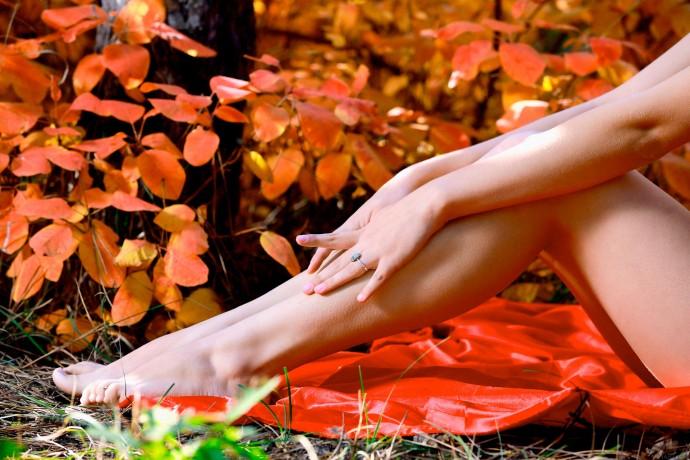 Голая девушка красивая как осень.