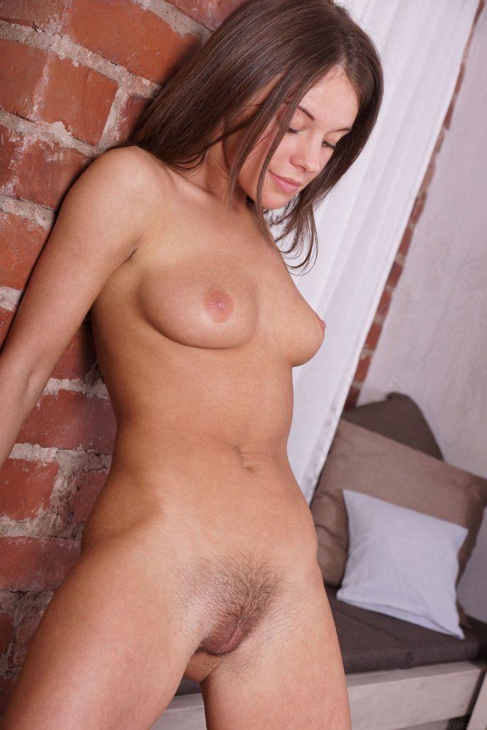 На фото молодая волосатая пизда русской девушки