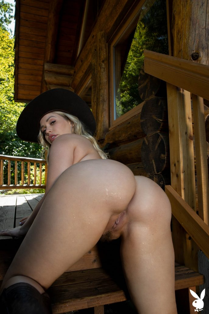 Жопастая девушка в красивой эротике Playboy