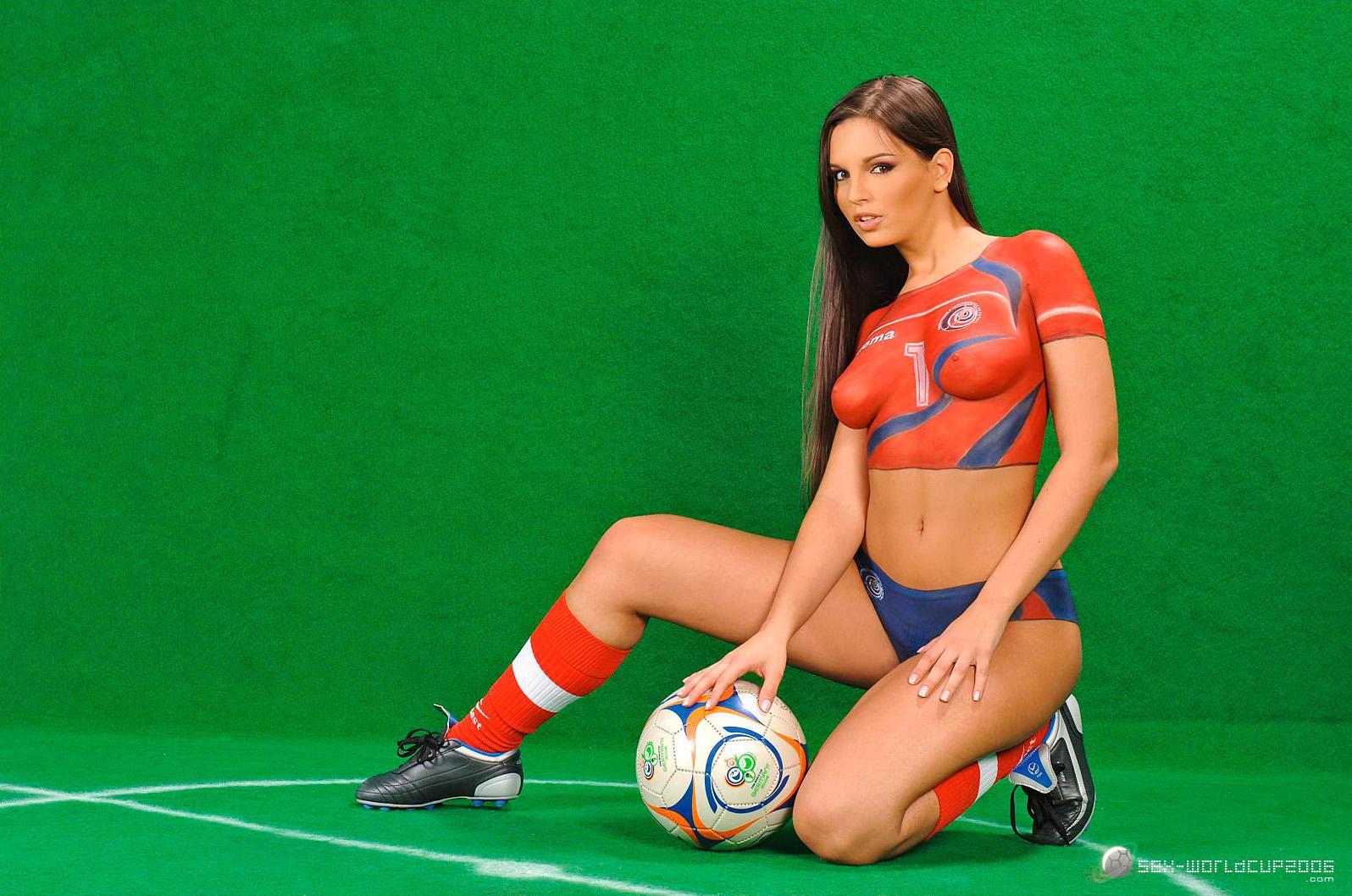 Naked sports babe — photo 5