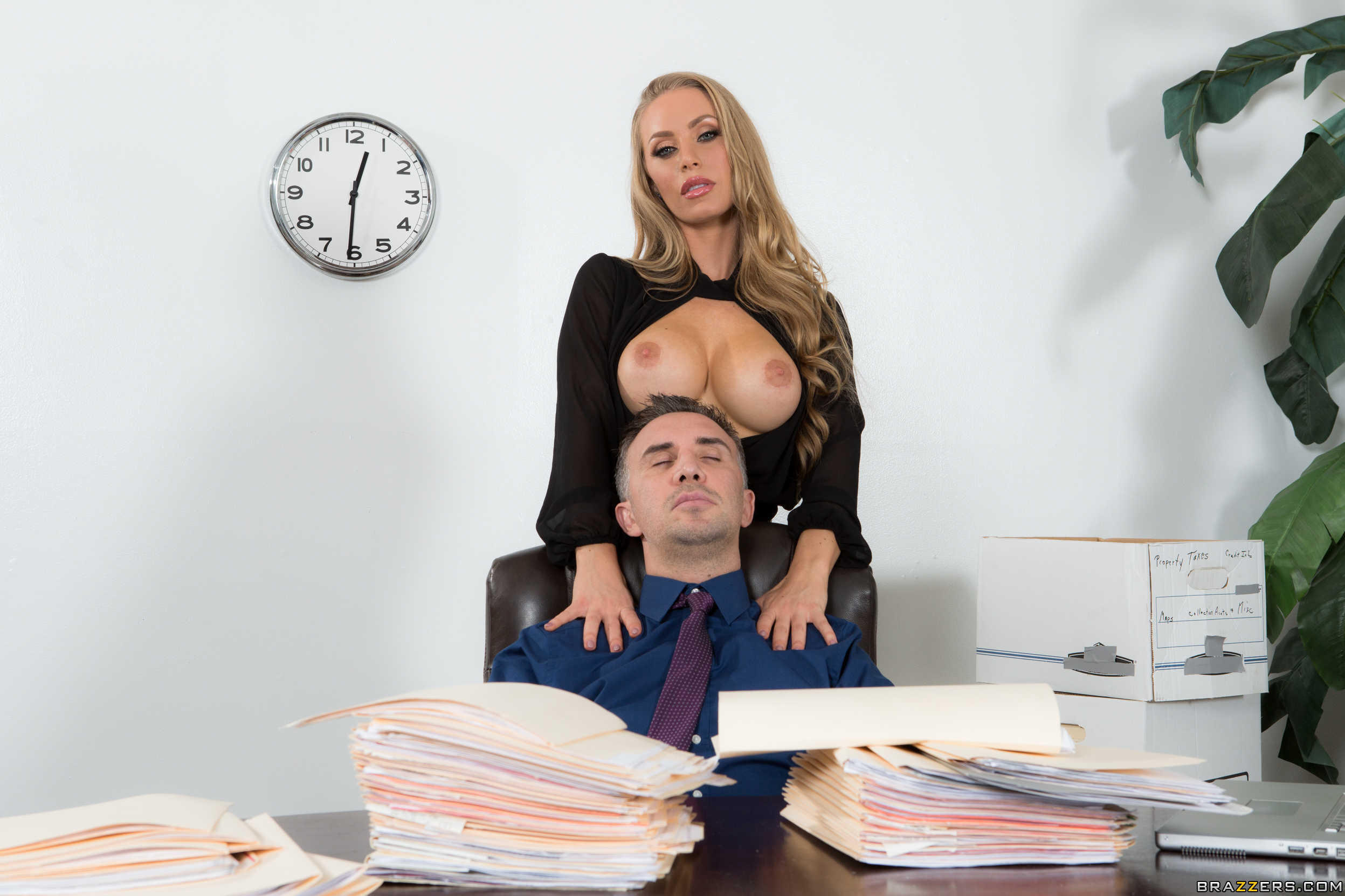 провести секретарша сопротивлялась видео фото девушек можно