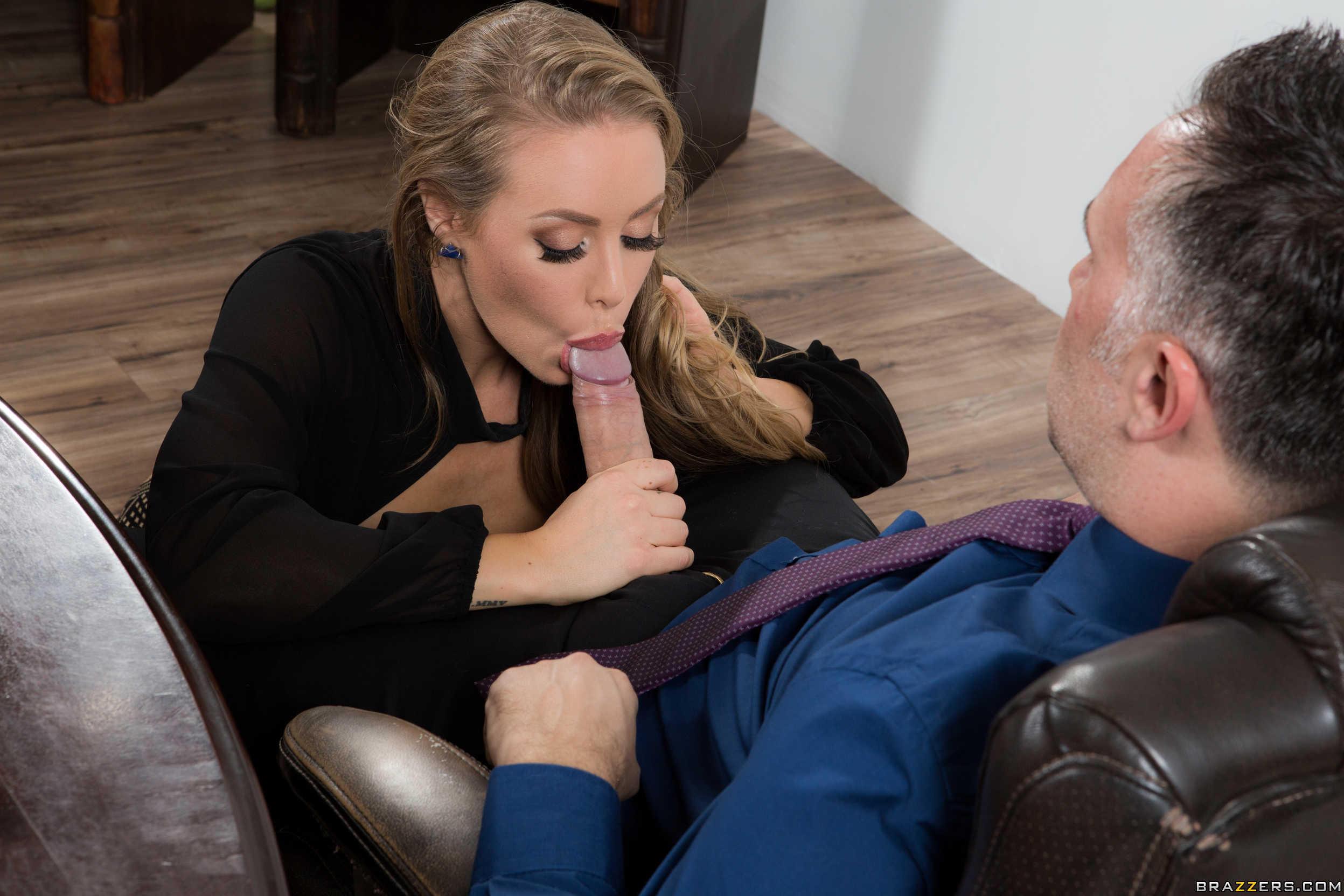 Секретарша сосет порно-видео — photo 1