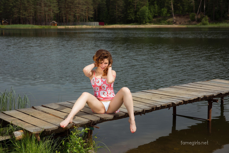 Русская девка у реки секс, порно онлайн с подругой на остановке