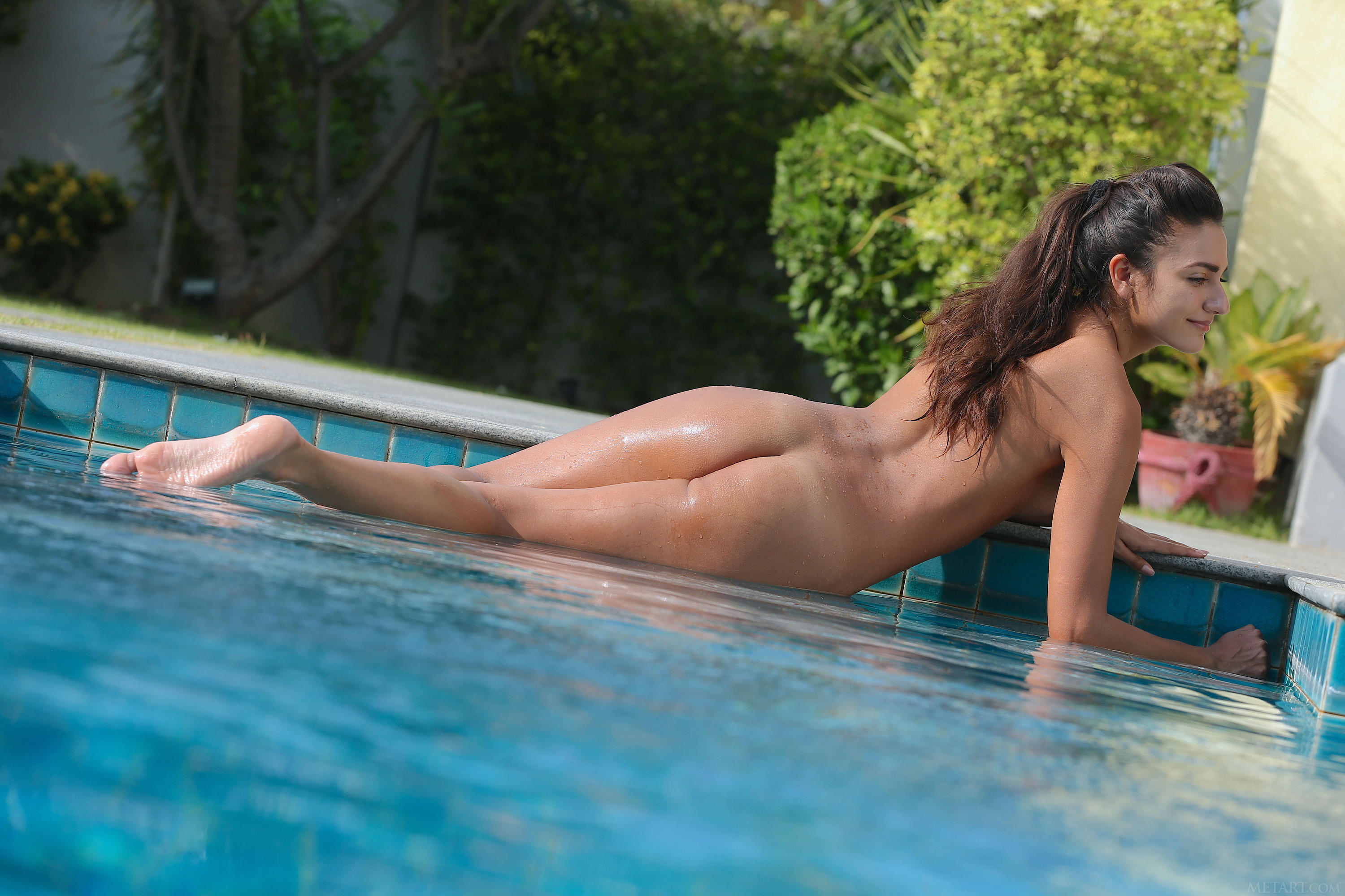 date-on-the-pool-naked-naked-mumbai-sexy-girl