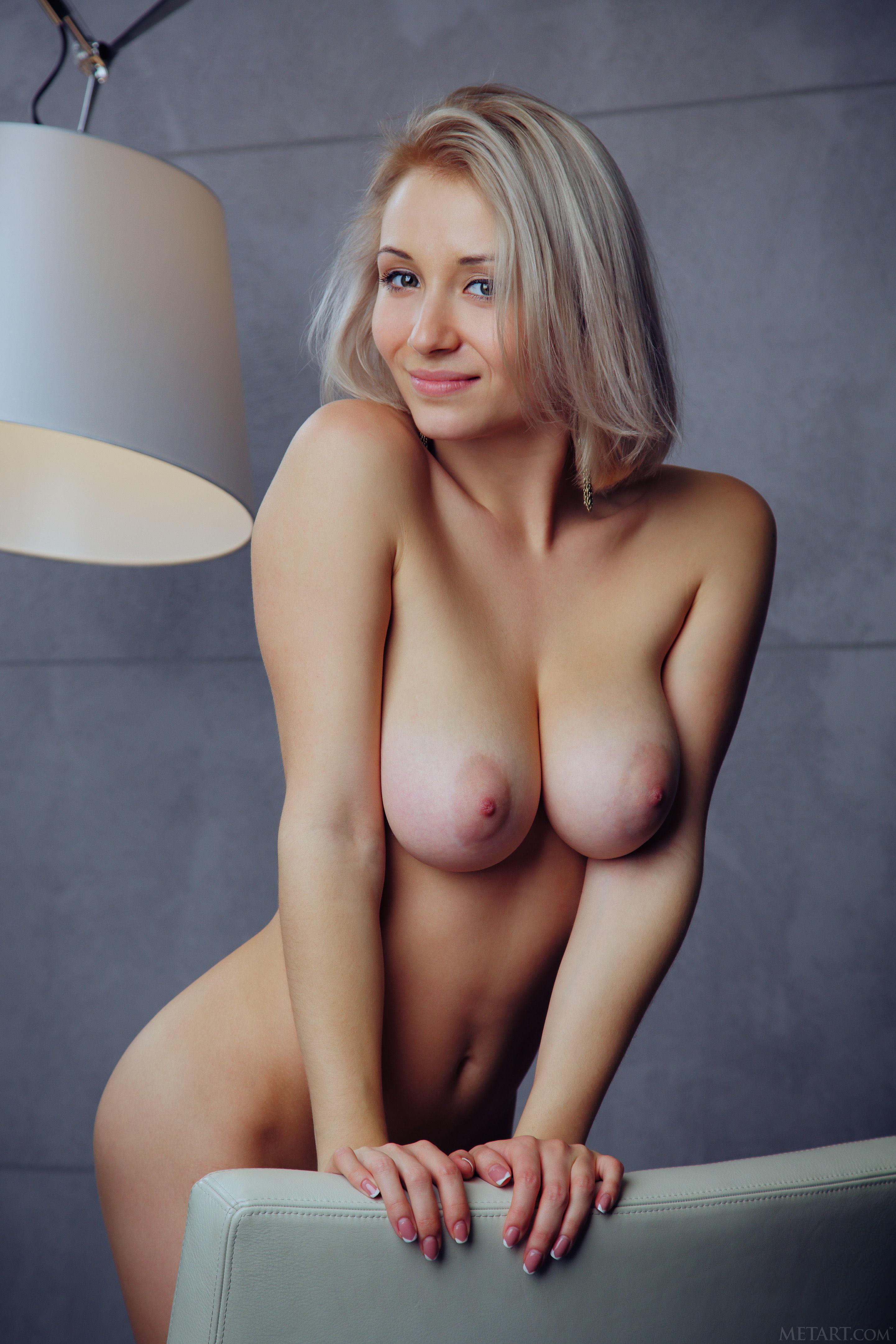Снимает грудастые проститутки украины ебут