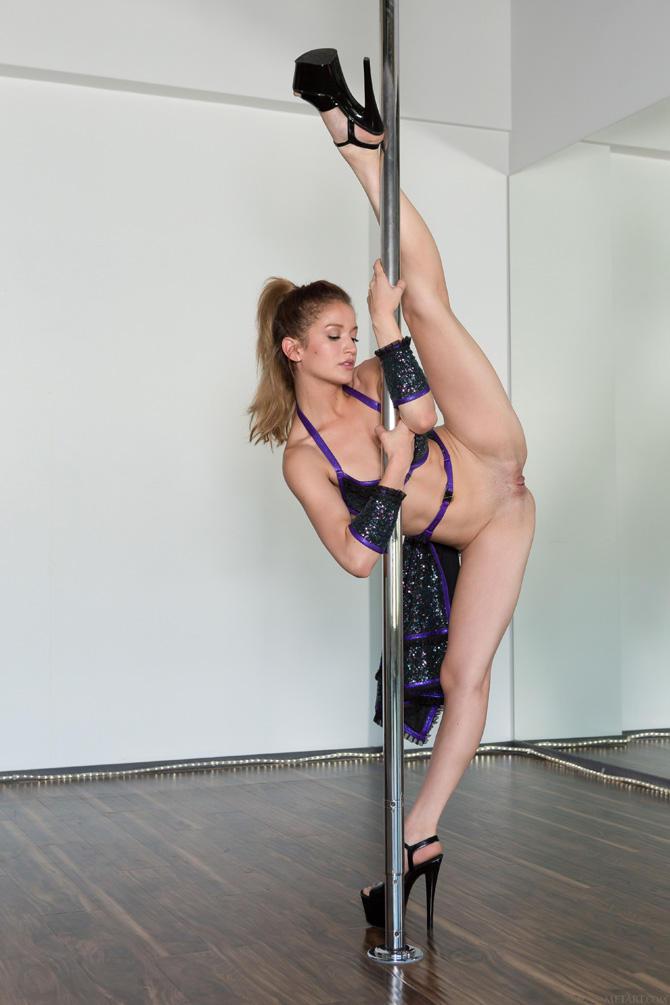 naked-pole-pics-xxx