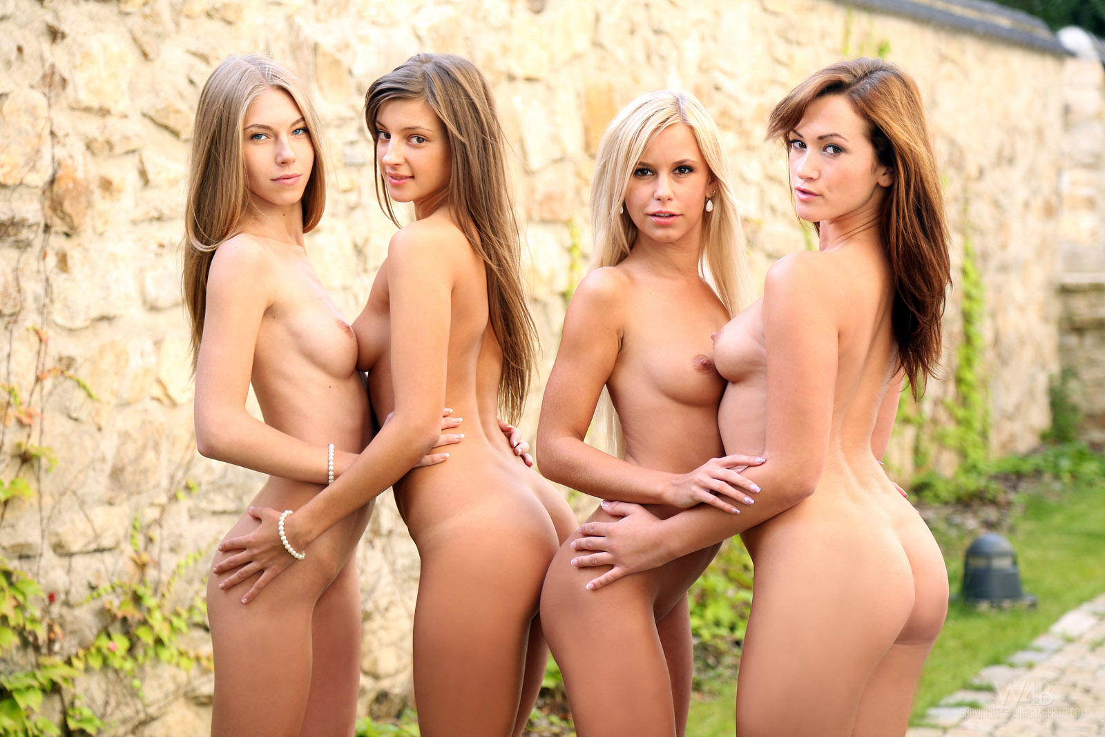 Naked girls world