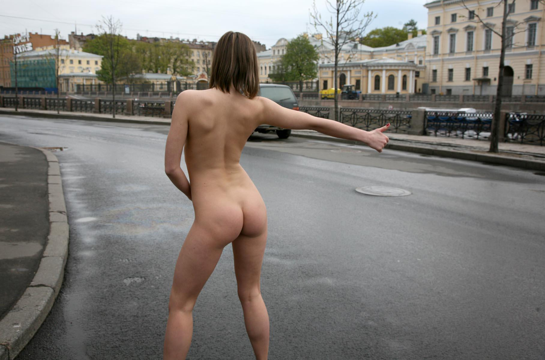 видео девушка разделась на улице сегодня