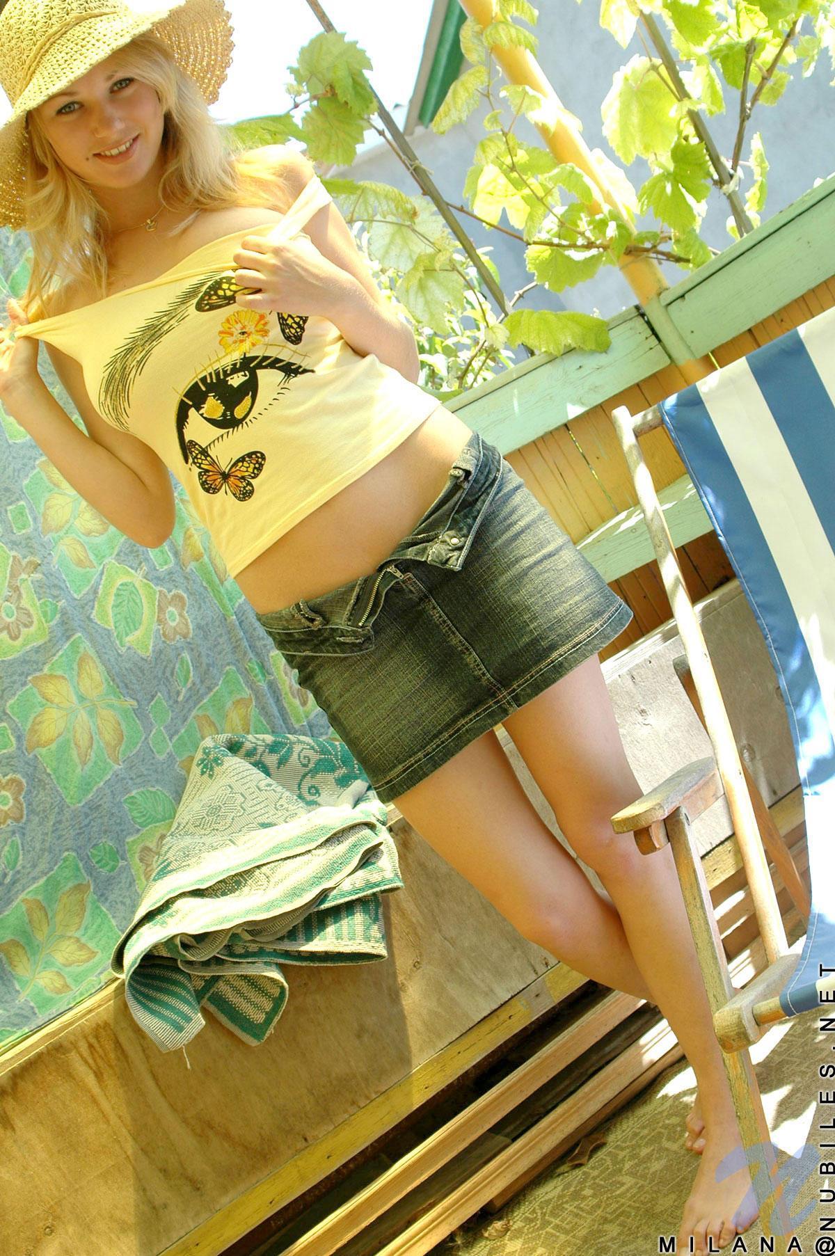 Молоденькая блонда с большими сиськами