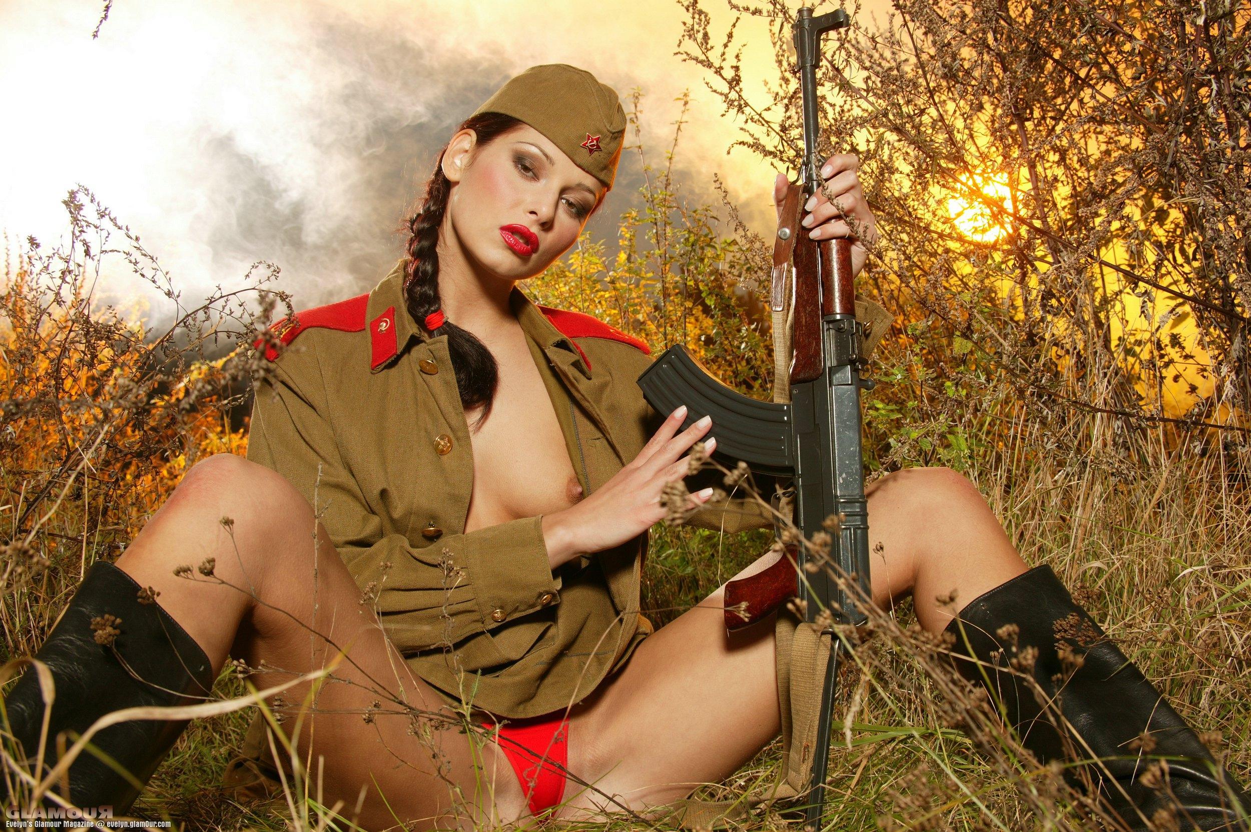 Фото голых девушек форме вооруженных сил россии зимние время #8