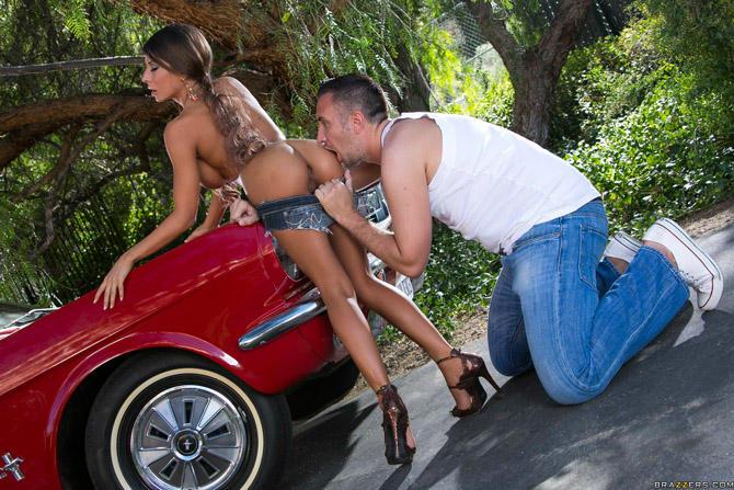 Фото секс на капоте красной машины луиза марко порно