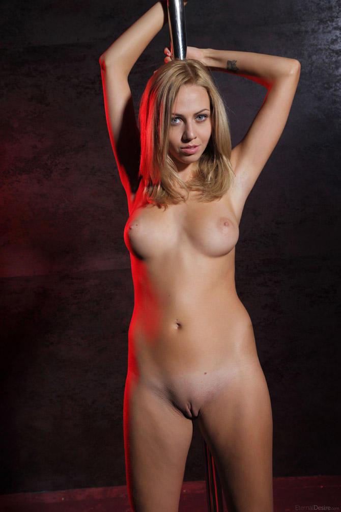 striptease-gets-naked