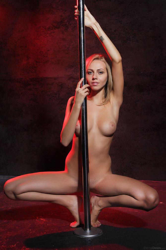 video-pro-striptiz-golih-bab