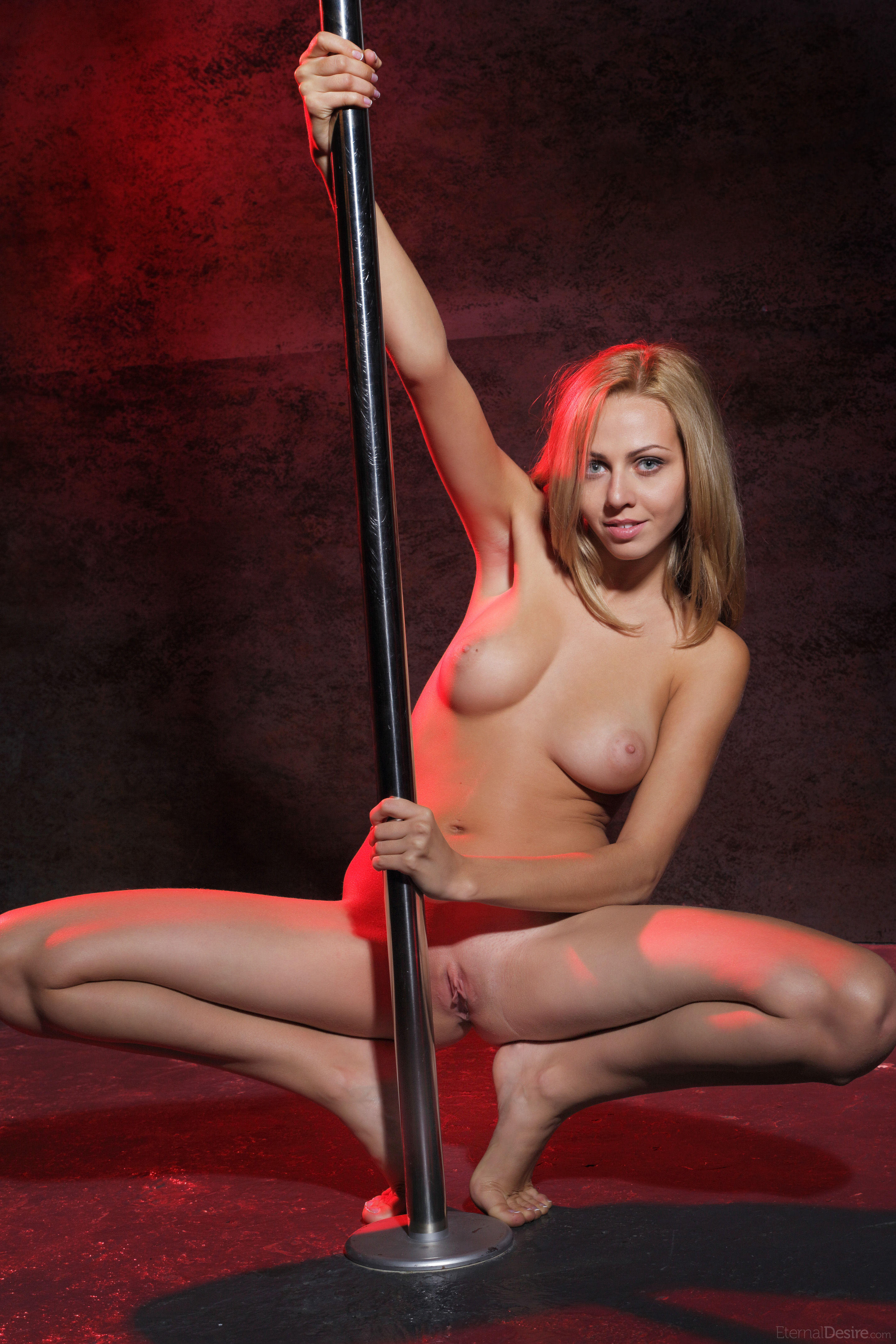 Luke Bryan Debuts Sexy New Photo For Strip It Down Sounds Like Nashville