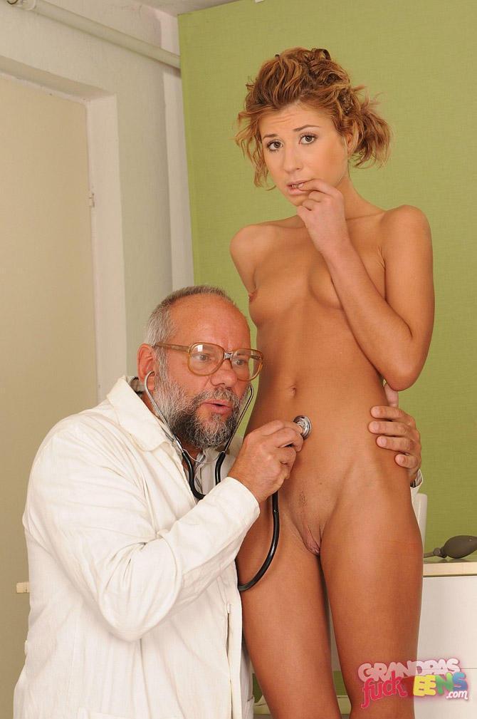 Порно фото со старыми врачами, скрытая камера в общих душах