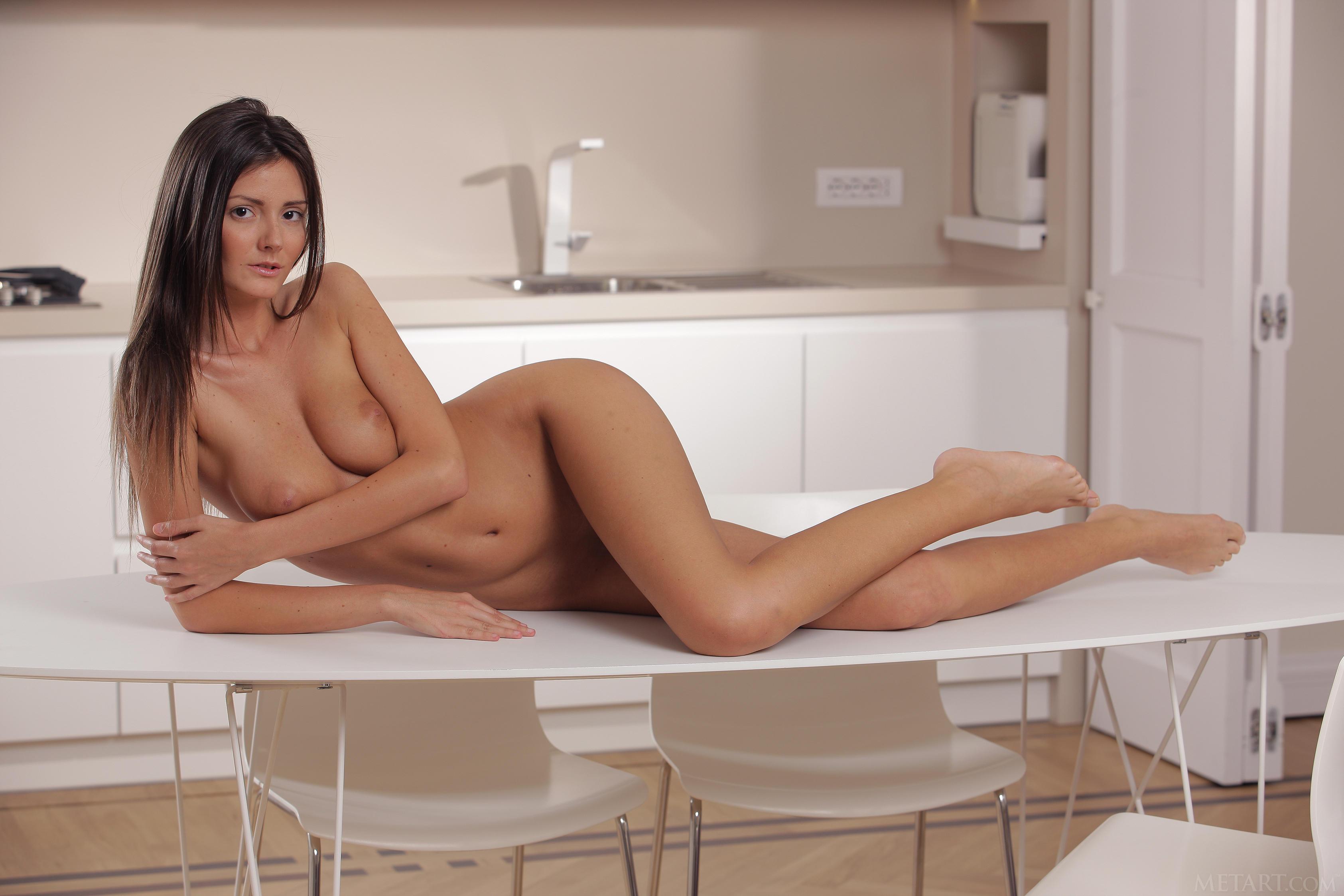 Amateur naked beauty enjoying the sunshine outdoor