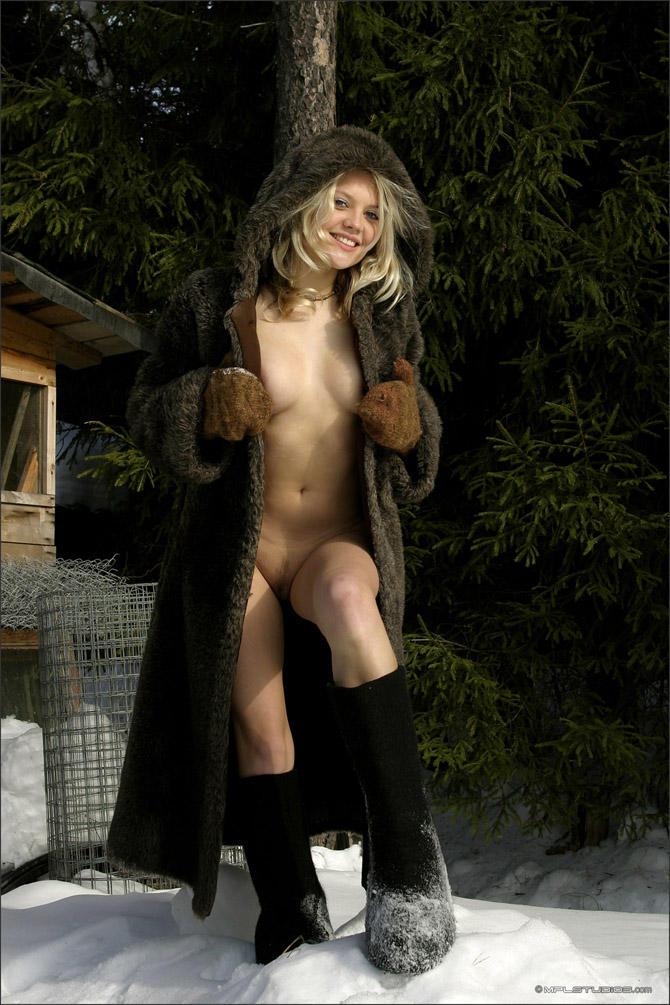 Толстые в шубах на голое тело эротика фото огромный