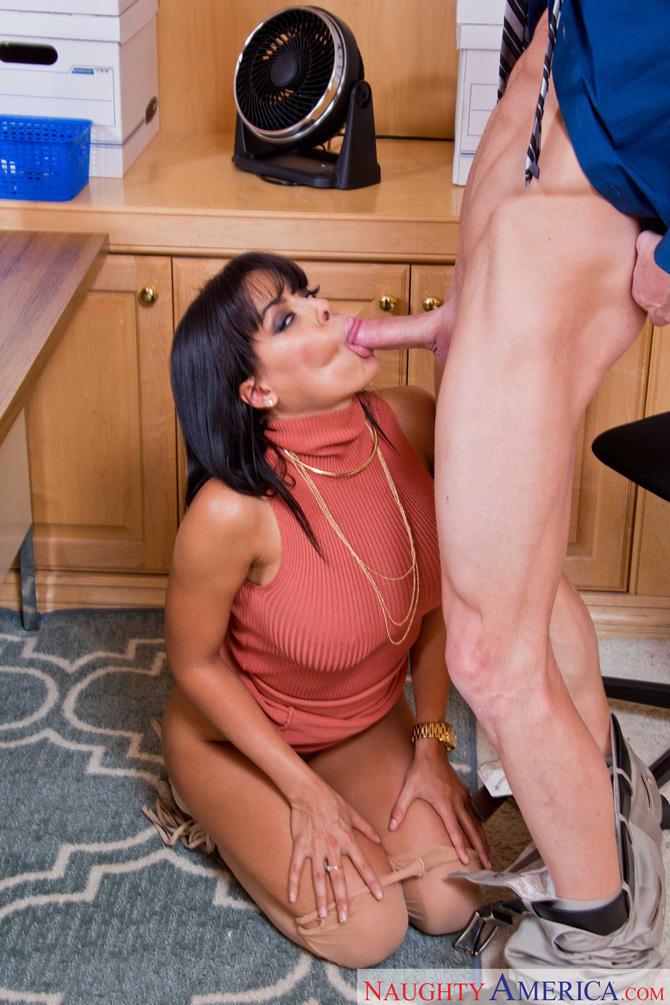 Секс в офисе со зрелой начальницей