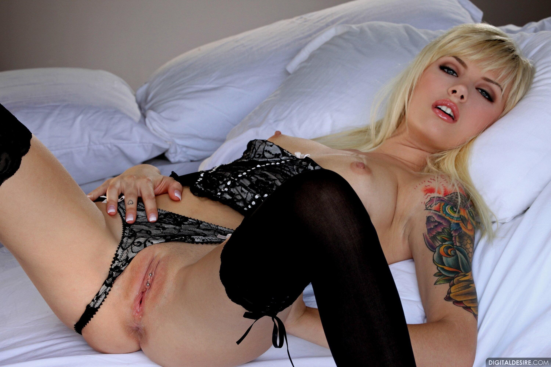 nude girl of dover tenn